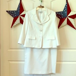 LE SUIT White Textured Skirt Suit - Like NEW